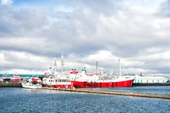 Reykjavik, Island - 13. Oktober 2017: Seehafen mit Schiffen Reisen Sie durch Lieferungs? Zieleinheit Marettimo Egadi Inseln (Sizi lizenzfreie stockbilder