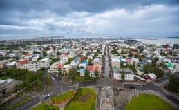 REYKJAVIK, ISLANDIA 25 DE JULIO: Calles 25, 2013 de la ciudad en Reykjavik, fotografía de archivo libre de regalías