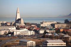 Reykjavik linia horyzontu Kirche i hallgrÃmskirkja fotografia royalty free