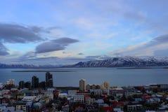 Reykjavik stad och isberg Arkivbilder