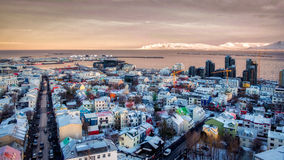 REYKJAVIK/UK - 2月05日:从Hallgrimskirkja Churc的看法 免版税库存照片