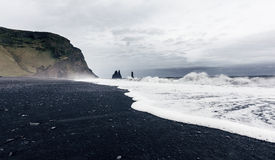 Reynisfjara黑沙子海滩在冰岛 库存照片