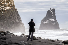 REYNISFJARA/ICELAND - 2月02日:Reynisfjara火山的Beac看法  库存照片