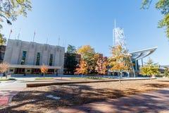 Reynolds Coliseum y estudiante Union de Talley en NCSU imagen de archivo