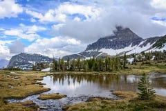 Reynolds Mountain på Logan Pass i glaciärnationalpark i Montana USA royaltyfri fotografi