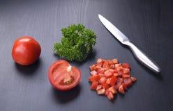 Reza-Tomaten auf einem schwarzen Hintergrund Stockfotografie