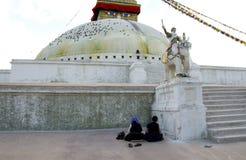 Rezando Pilgrams em Boudhanath Stupa Imagens de Stock