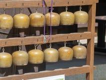 Rezando sinos no  de DaishÅ - no templo, Japão imagens de stock