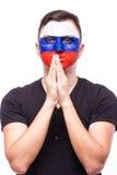 Rezar para Rússia O fan de futebol do russo reza para a equipa nacional de Rússia do jogo Imagens de Stock