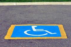 rezerwujący niepełnosprawny parking zdjęcie royalty free