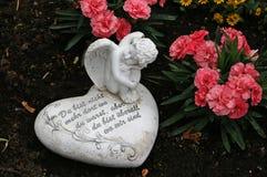 Rezo del ángel y del corazón Fotos de archivo