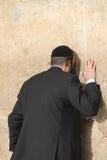 Rezo en la pared que se lamenta (pared occidental) Imágenes de archivo libres de regalías