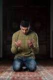 Rezo musulmán humilde Foto de archivo libre de regalías