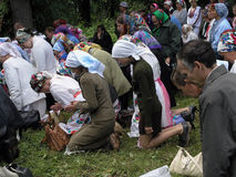 Rezo pagano Mari en la arboleda sagrada el 12 de julio de 2005 en Shorunzha, Rusia Fotos de archivo
