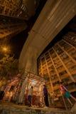 Rezos debajo de la 'montaña rusa de la ciudad ' imagen de archivo