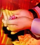 Rezos a Dios Todopoderoso para todos que están bien, por los padres en la ocasión de la boda Foto de archivo