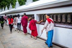 Rezos en el cumpleaños de Buda Imagen de archivo libre de regalías