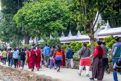 Rezos en el cumpleaños de Buda Foto de archivo