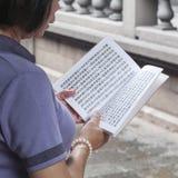 Rezos en Longshan Temple Foto de archivo libre de regalías