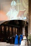 Rezos en Notre Dame Cathetra Imágenes de archivo libres de regalías