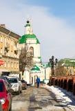Rezurekcyjny świątyni i kamienia most w Voronezh w wczesnej wiośnie Obraz Stock