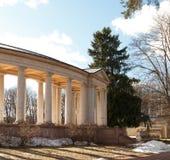 Rezydencja ziemska Arkhangelskoe grobowiec kolumnada Wiosna w parku obrazy stock