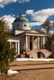 Rezydencja ziemska Arkhangelskoe grobowiec kolumnada Wiosna w parku fotografia royalty free