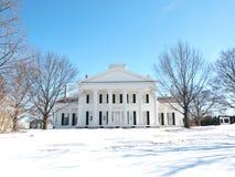 Rezydencja ziemska dom w zimie Zdjęcia Stock