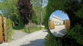 Rezydencja ziemska w lustrze Obraz Royalty Free