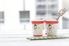 RFestive静物画:与雪人的图片的三块玻璃 库存图片