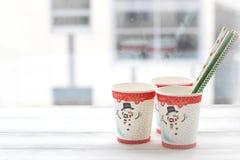 RFestive静物画:与雪人的图片的三块玻璃 免版税库存图片