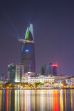 RfHo Chi Minh widoku coloul Nadrzeczna noc z laserowym oświetleniem dla świętować nowego roku 2015 Zdjęcia Royalty Free