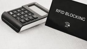 RFID-beschermingskoker voor veilige creditcard van het binnendringen in een beveiligd computersysteem aanval, TAN generator in mi stock foto