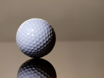 Réflexion de bille de golf Photographie stock