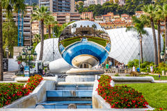 Réflexion de casino dans la boule-Monte Carlo de miroir Photographie stock