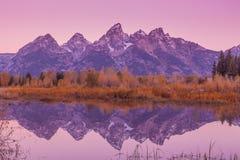 Réflexion de lever de soleil dans l'automne Images libres de droits