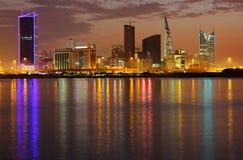 Réflexion de lumière dramatique du higrise du Bahrain, H Photo libre de droits