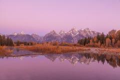 Réflexion de Teton dans l'automne au lever de soleil Photographie stock