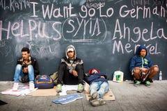 Réfugiés de guerre à la gare ferroviaire de Keleti Images libres de droits