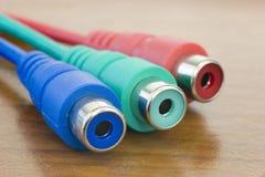 RGB kabels, macro, concentreerden zich op groene  Stock Foto
