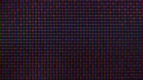 Rgb-PIXEL på TV:N under rastreringen av filmen, makro, närbild stock video