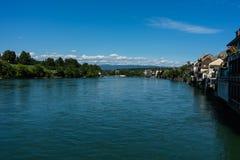 Rhein-Ansicht von rheinfelden die Schweiz in der weiten Ansicht des Sommers Stockbilder