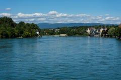 Rhein-Ansicht von rheinfelden die Schweiz in der weiten Ansicht des Sommers Stockfotografie