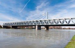Rhein-Brücke in Karlsruhe, Deutschland stockfotografie