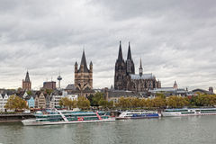 Rhein-Damm in Köln stockfoto