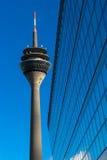 Rhein-Turm (Rheinturm) in Dusseldorf Stockfotos