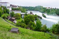 Rheinfall с домом коз на холме в Schaffhausen, Швейцарии Стоковое Фото