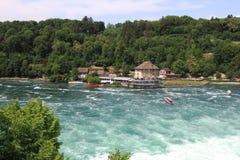 Rheinfall em Suíça perto de Schaffhausen Rheinfall é o bigge Fotografia de Stock