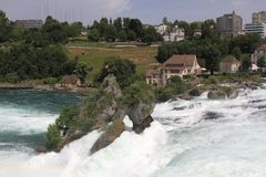 Rheinfall in Svizzera vicino a Sciaffusa Rheinfall è il bigge Immagini Stock