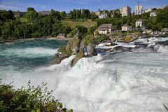 Rheinfall vattenfall av floden Rhein Arkivfoto